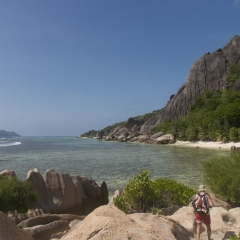 Trekking lungo la costa a La Digue