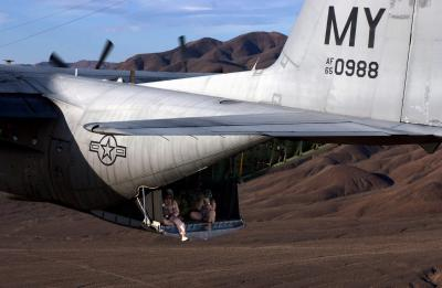 Immagine Allegata: 2 NAVAL AIR STATION FALLON a photographer documents an aerial refueling mission.jpg