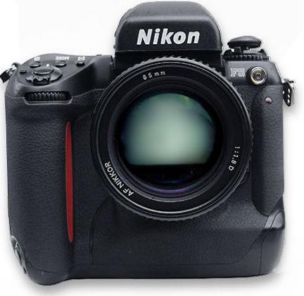 Immagine Allegata: NikonF5front80mm.jpg