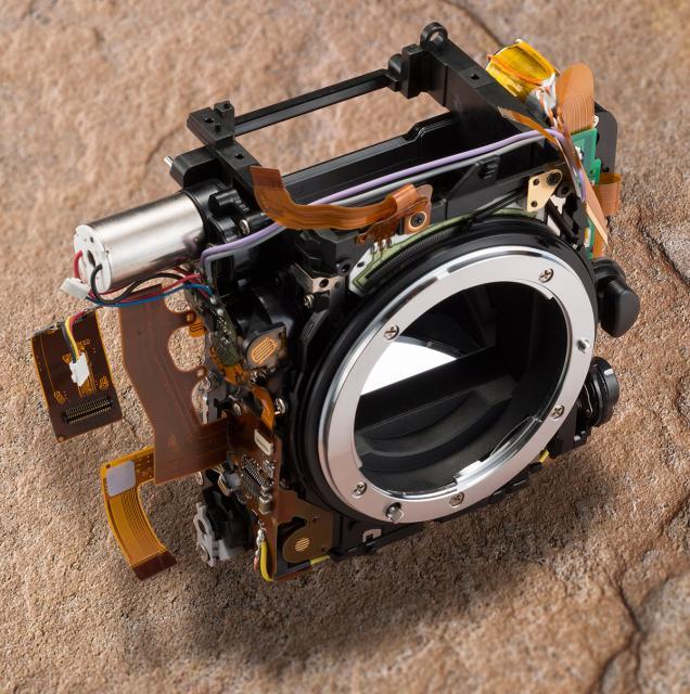 Immagine Allegata: Nikon-D750-plastic-mirror-box.jpg