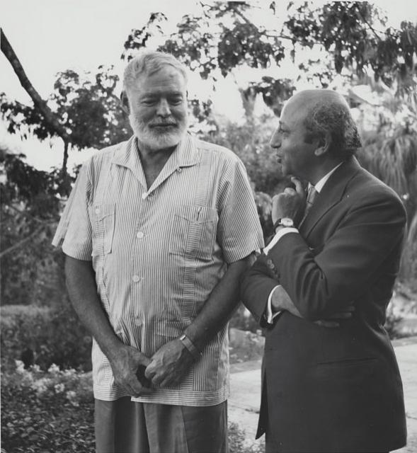 Immagine Allegata: Yousuf Karsh with Ernest Hemingway in Havana Cuba. 1957.jpg