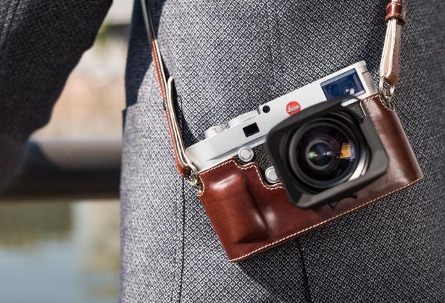 Leica-M10-camera-2.jpg