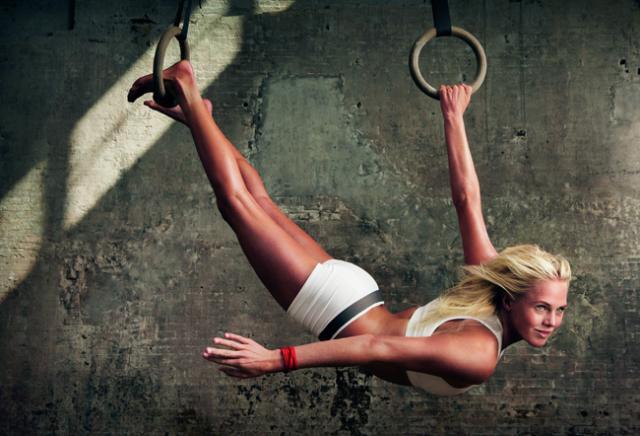 Immagine Allegata: Make-Yourself-Team-Laura-Enever-Portrait-Annie-Leibovitz-x-Nike-Make-Yourself.jpeg