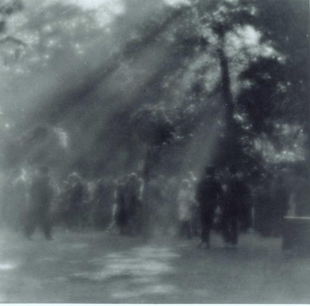 Immagine Allegata: josef-sudek-promenada-z-kolinskeho-ostrova-promenade-from-kolin-island-1923-moravska-galerie-v-brnec-anna-farova.jpg