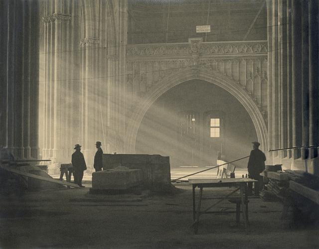 Immagine Allegata: josef-sudek-svaty-vit-z-portfolia-st-vitus-cathedral-from-a-portfolio-ca-1926-27-regionalni-muzeum-v-kolinec-anna-farova.jpg