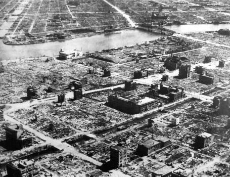 Immagine Allegata: Firebombing-of-Tokyo-Mar-1945-1-Wiki-PD-455x350.jpg