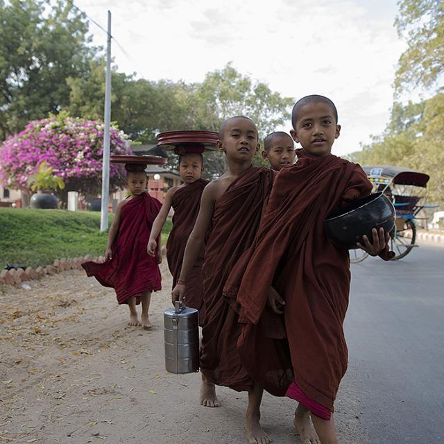 Immagine Allegata: GAB_2467monaci bambiniMODRID.jpg