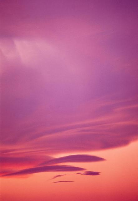 Immagine Allegata: 199101_Milano_cielo_tramonto.jpg