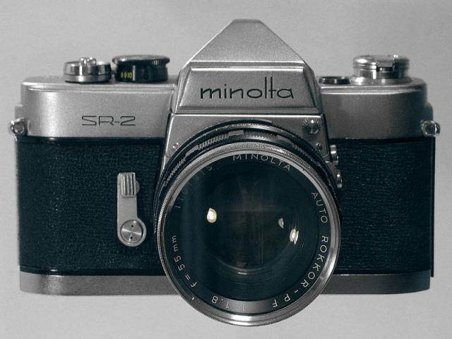 Immagine Allegata: 800px-Minolta_SR-2A.jpg