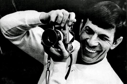 Immagine Allegata: Leonard-Nimoy-and-a-Nikon-F-520x346.jpg