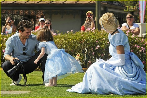 Immagine Allegata: tom-cruise-and-suri-cruise-gallery.jpg