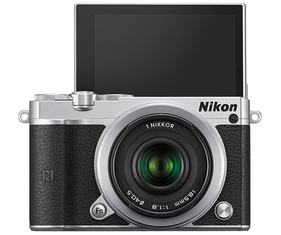 Immagine Allegata: Nikon-1-J5-camera-selfie-screen-550x461.jpg