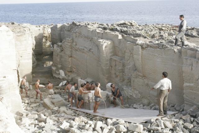 Immagine Allegata: 4 - set-film-viola-di-mare-location-cave-di-tufo-a-favignana.jpg