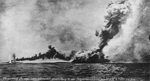 Immagine Allegata: HMS_Queen_Mary_Jutland.jpg