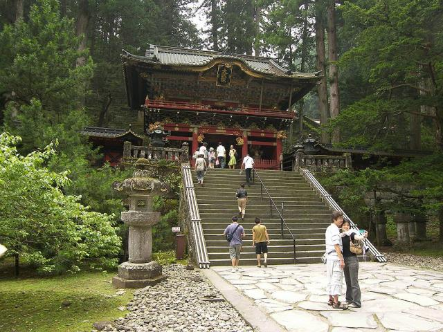 Immagine Allegata: Nikko-Futurasan-Shrine-stairs.jpg