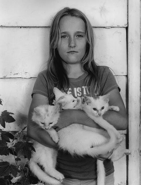 Immagine Allegata: ___Vanessa-holding-kittens_09_tif.jpg
