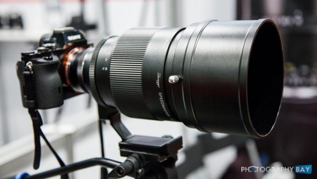 Immagine Allegata: Mitakon-Speedmaster-135mm-f1.4-Lens-3-700x394.jpg