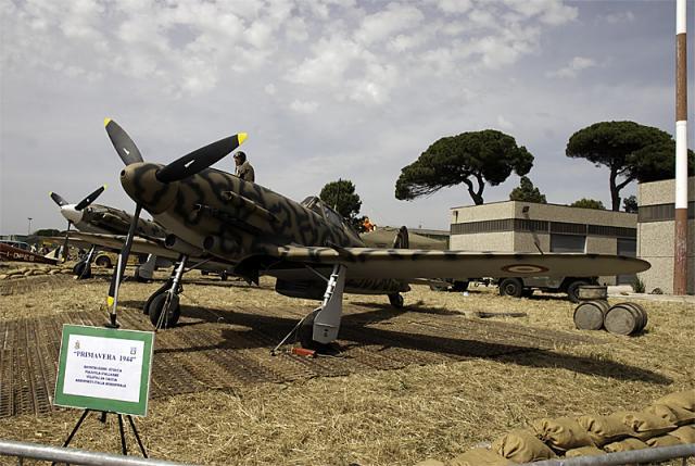Macchi 202 - Airshow.jpg