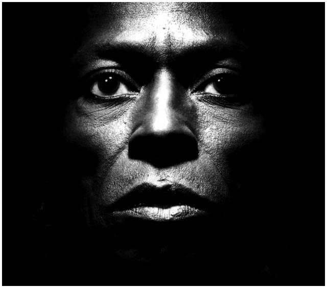Immagine Allegata: miles-davis-close-up-photo-irving-penn-1986.jpg