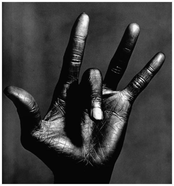 Immagine Allegata: miles-davis-hand-4-photo-irving-penn-1986.jpg