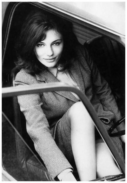 Immagine Allegata: actress-jacqueline-bissett-in-her-mini-cooper-photo-by-john-cowan-london-june-1964.jpg