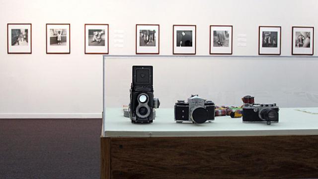 Immagine Allegata: vivian-maier-exhibition-cameras.jpg