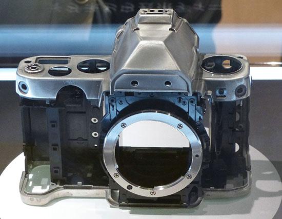 Immagine Allegata: Nikon-Df-magnesium-alloy-body-frame.jpg