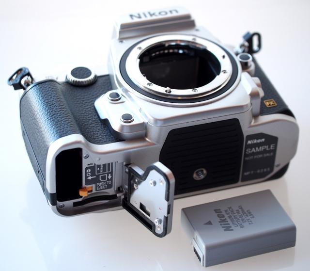 Immagine Allegata: Nikon-Df-DSLR-Silver-14-Custom_1383594997.jpg