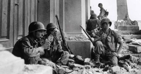 robert_capa_in_italy_1943_1944_large.jpg