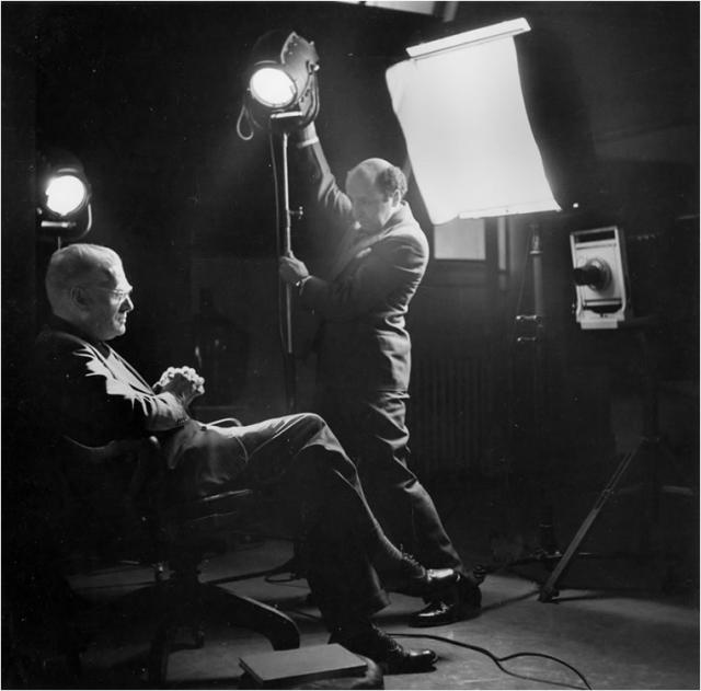 Immagine Allegata: Yousuf Karsh in studio.jpg